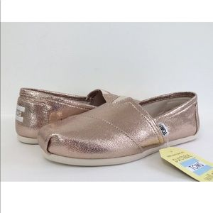 BNWT Classic TOMS rose gold size 6